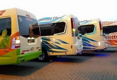 banyak tempat penyewaan mobil isuzu Elf di madiun. Dhany tour & rent car menyediakan Elf terbaik harga murah kapasitas 12-19 penumpang standart pariwisata